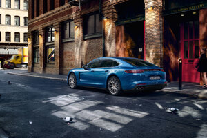 Porsche Panamera Blue Wallpaper