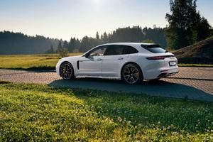 Porsche Panamera Turbo S E Hybrid Sport Turismo Rear