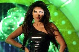 Priyanka Chopra 7 Wallpaper
