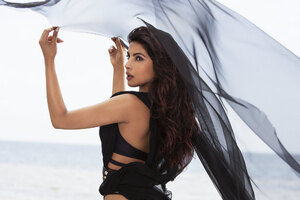 Priyanka Chopra Black Dress Wallpaper
