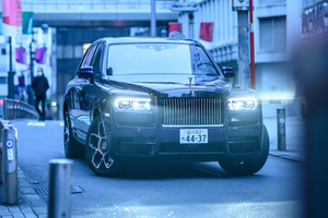 Rolls Royce In City 5k Wallpaper