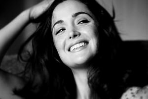 Rose Byrne Smiling Wallpaper