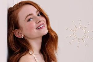 Sadie Sink Happy Diamonds 4k Wallpaper