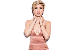 Scarlett Johansson Cosmopolitan 2017