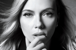 Scarlett Johansson Netflix Queue Monochrome 4k Wallpaper