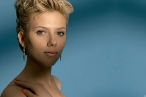 Scarlett Johansson New Hair Style Wallpaper