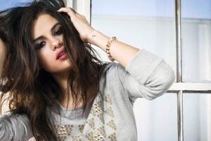 Selena Gomez 26 Wallpaper