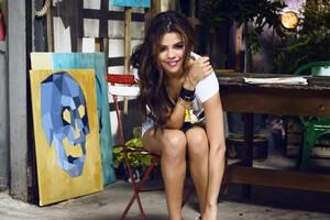 Selena Gomez 27 Wallpaper