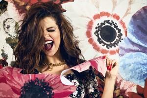 Selena Gomez 30 Wallpaper