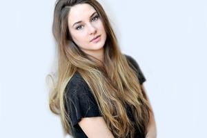 Shailene Woodley Actress Wallpaper