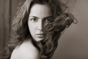 Shazahn Padamsee Monochrome Wallpaper