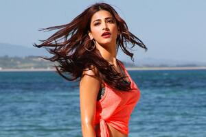 Shruti Hassan 5 Wallpaper