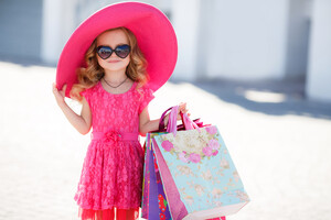 Small Girl Pink Hat Wallpaper