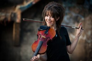 Smiling Lindsey Stirling Wallpaper