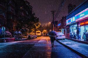 Snow Night Street People Walking 5k