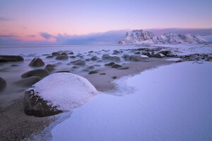 Soft Snow On Uttakleiv Beach 5k Wallpaper