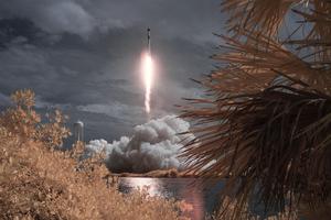 SpaceX Falcon 9 Rocket Crew Dragon