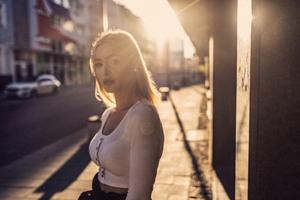 Street Style Girl Sunrays 4k Wallpaper