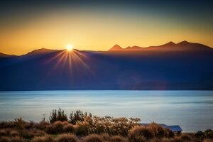 Sun Burst Lake Te Anau 4k Wallpaper