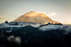 Sun Setting Behind Mount Rainier 5k Wallpaper