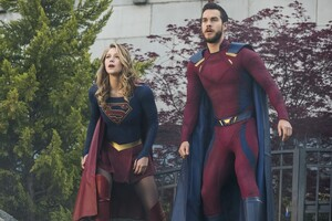 Supergirl And Mon El