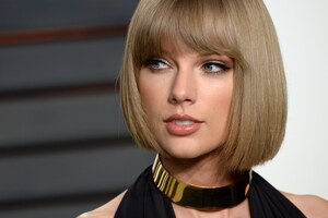 Taylor Swift Blonde Hair