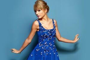 Taylor Swift In Blue Dress