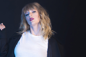 Taylor Swift Photoshoot 2019 Wallpaper