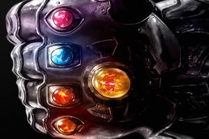 Thanos Gauntlet 4k