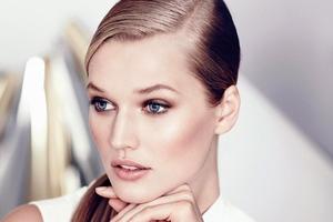 Toni Garnn Model Wallpaper