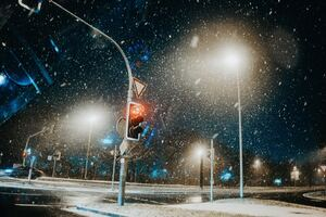 Traffic Light Snow Pillar 5k Wallpaper