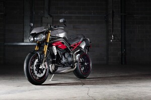 Triump Speed Triple R Bike Wallpaper