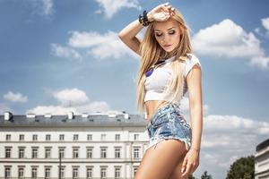 Urban Blonde Girl 4k Wallpaper