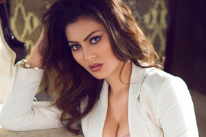 Urvashi Rautela 2016 Wallpaper