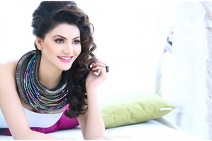 Urvashi Rautela Indian Wallpaper