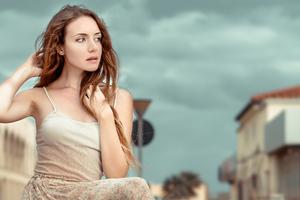 Valentina Model Looking Away 5k Wallpaper