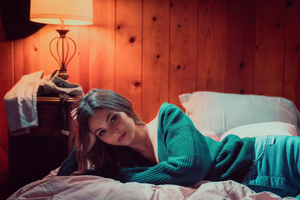 Victoria Justice Lying Bed 4k