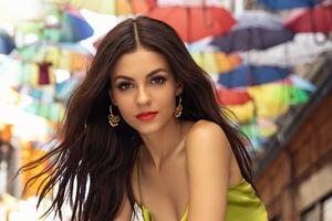 Victoria Justice Modeliste Magazine