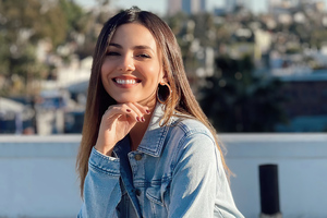 Victoria Justice Smiling 2021 Wallpaper