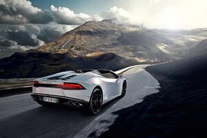 White Lamborghini Huracan 4k