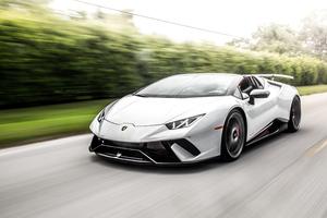 White Lamborghini Huracan 5k