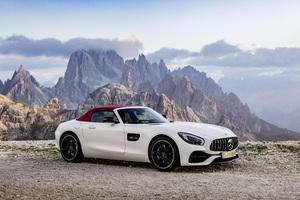 White Mercedes Benz 5k Wallpaper