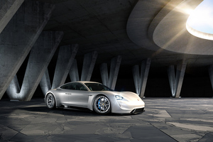 White Porsche 918 Wallpaper