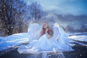 Winter Angel 4k