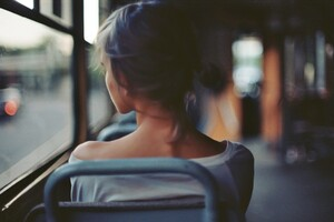 Women Back Buses Wallpaper