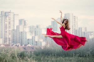 Women Dancing 5k Wallpaper