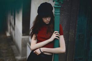 Women With Hat Looking Up 4k Wallpaper