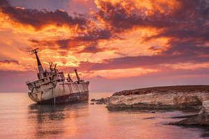 Wrecked Ship 4k Wallpaper
