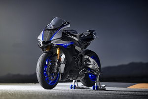 Yamaha R1 4K Wallpaper