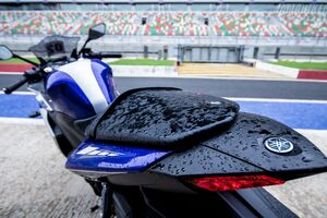 Yamaha R3 Tail Light Wallpaper